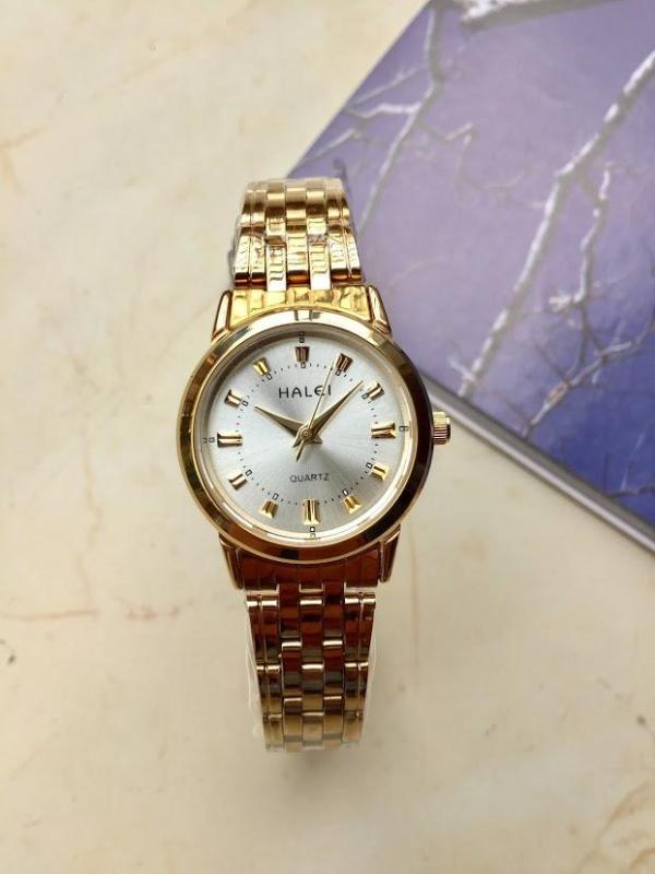 Đồng hồ nữ Halei HL502 vàng mặt đen chống xước, chống nước + tặng kèm dự phòng pin AG4