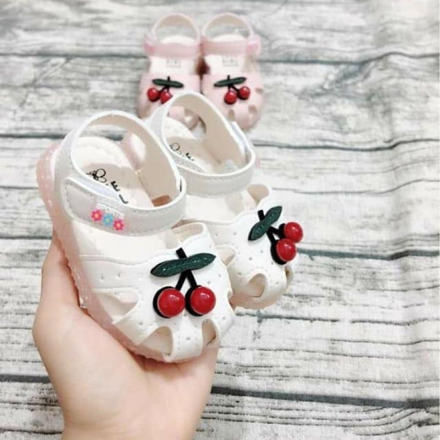 Giày tập đi cho bé gái cherry màu trắng giá rẻ