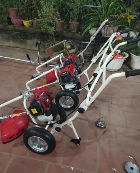 Máy cắt cỏ đẩy tay Honda động cơ 4 thì GX35