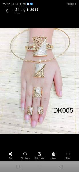 bộ trang sức 5 món : dây chuyền ( hoặc kiềng) + mặt + nhẫn + Bông tai + vòng
