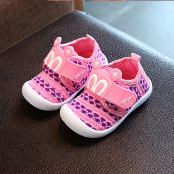 Giày tập đi cho bé gái, có kèn kêu pippip họat hình xinh xắn đế nhám chống trơn trượt. giá rẻ