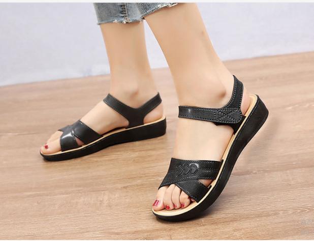 Giày quai hậu nữ màu đen giá rẻ
