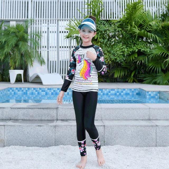 Giá bán Đồ bơi cho bé gái dài tay quần dài chống nắng họa tiết Kỳ lân bao gồm nón