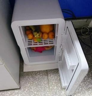 Tủ lạnh mini 8L dùng trên xe oto hoặc gia đình, vừa làm lạnh vừa làm ấm được thumbnail