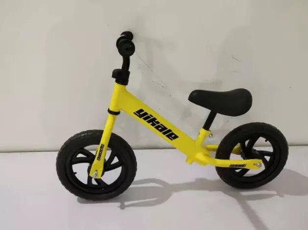 Mua xe đạp chòi chân giúp bé thăng bằng