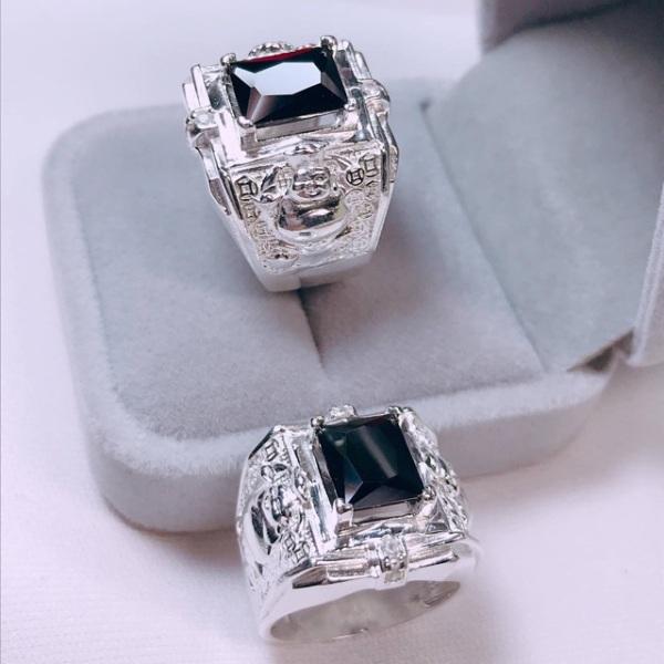 Nhẫn nam bạc Italy cao cấp 925 không phai màu, cam kết hàng đúng mô tả.chất lượng đảm bảo an toàn đến sức khỏe người sử dụng
