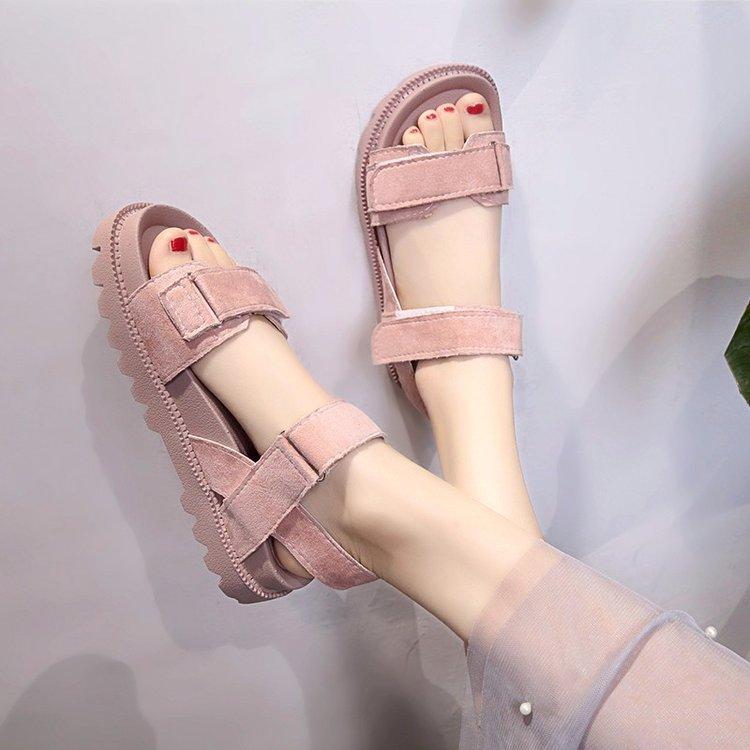 2019 model baru Sandal Summer Siswa perempuan musim panas sepatu wanita Gaya Korea Gaya Harajuku sol datar jaringan Sol Tebal kue spons sepatu wanita pasang