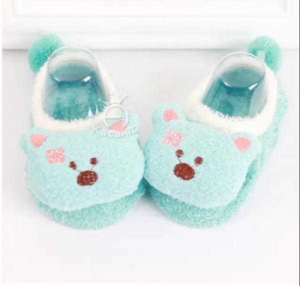 Giày len xù 3D hình thú đáng yêu có chống trượt cho bé