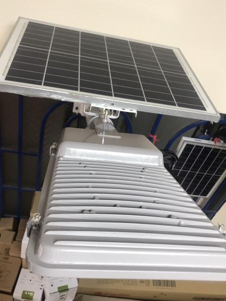 Đèn đường năng lượng mặt trời 100W Loại 1