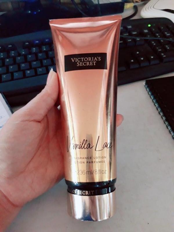 Sữa Dưỡng Thể Body Lotion VICTORIAS SECRET Amber Romance Hàng Xách Tay Từ Mỹ - Hương Thơm Ngọt Ngào (236ml)