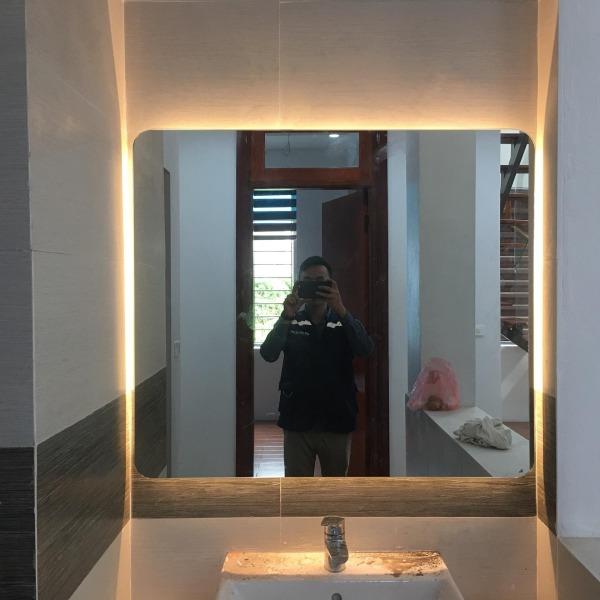 Gương Đèn LED Tràn Viền Cảm Ứng Treo Tường Nhà Tắm Milux Kích Thước 700x500(mm) giá rẻ