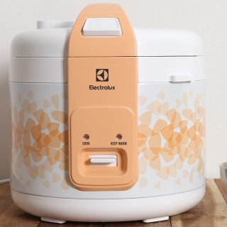 Nồi cơm điện Electrolux 1.8 lít ERC3105 Lòng nồi Hợp kim nhôm phủ chống dính,công nghệ nấu 2D hiện đại cho cơm chín đều, thơm ngon thumbnail