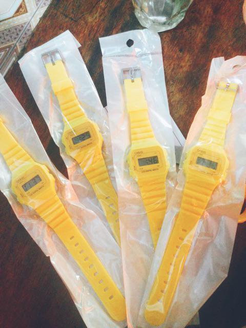 Đồng hồ điện tử kiểu dáng Unisix đa sắc màu đẹp mắt dây cao su chống nước sinh hoạt nhẹ HOT2019