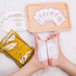 Miếng dán chân Thái Lan LANNA , gói 10 miếng dán thải độc chân LANNA FOOT PATCH, miếng dán thải độc bàn chân Lanna Foot Patch hộp 10 miếng chuẩn Thái Lan giúp giấc ngủ ngon thư thái, sáng dậy thoải mái tinh thần, chân lại thơm thơm thumbnail