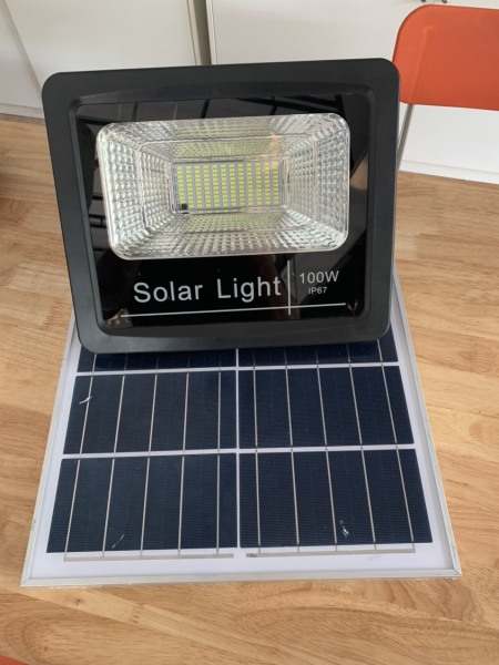 Đèn Pha Solar 100W