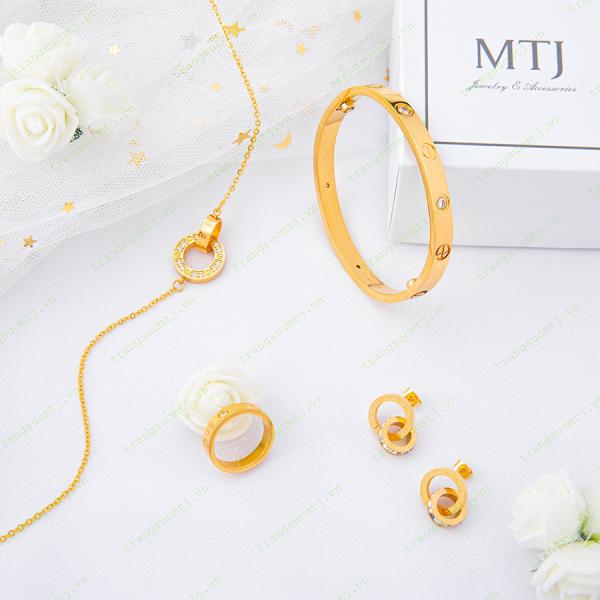 Bộ Trang Sức Titan Cartier Love Màu Vàng