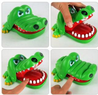 Đồ chơi khám phá răng cá sâu size lớn Đồ chơi cá sấu cắn tay thumbnail