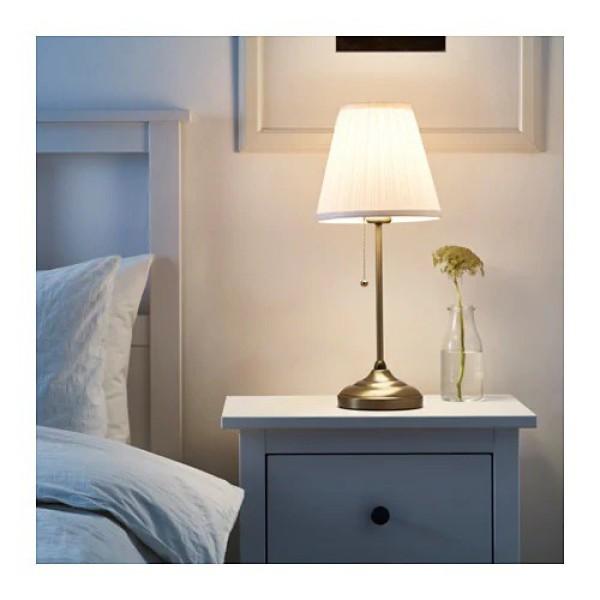 Đèn bàn đầu giường ngủ kiểu cổ điển IKEA ARSTID bao gồm bóng