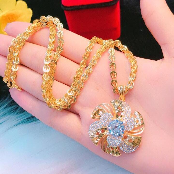 Dây chuyền vàng nữ 18k, dây phụng mặt hoa xoáy đá màu Midoshop VD21041912 - đeo làm công sở cực sang chảnh và quý phái