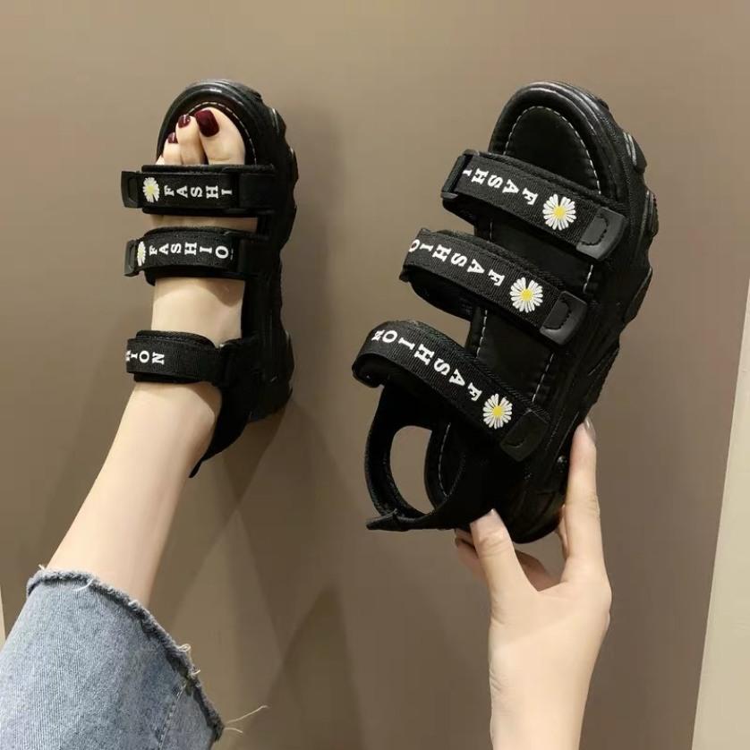 (3 MÀU) Sandal nữ thời trang 3 quai ngang hoa cúc đế cao Đen Kem Xanh cá tính giá rẻ