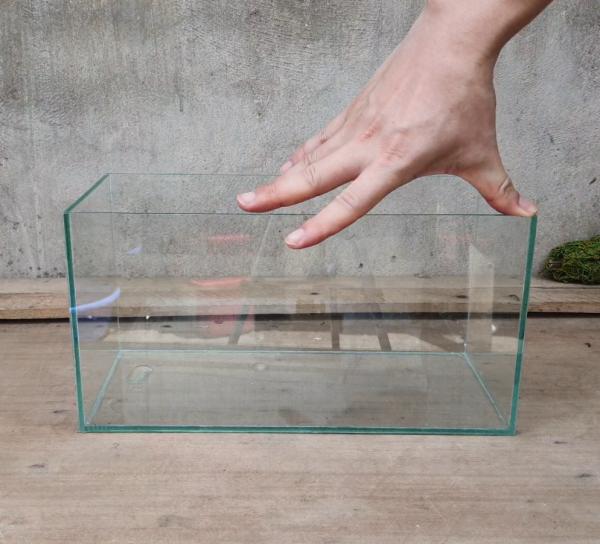 Bể cá, hồ cá dài 33 cm, rộng 15 cm, cao 17 cm, dày 4 mm - bể dán dấu keo, thiết kế đẹp mắt