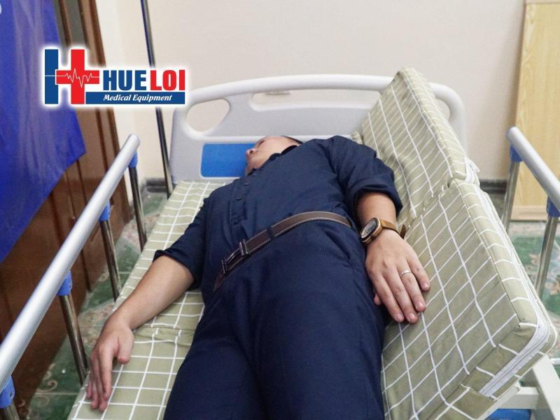 Giường đa chức năng có bô vệ sinh và chậu gội đầu