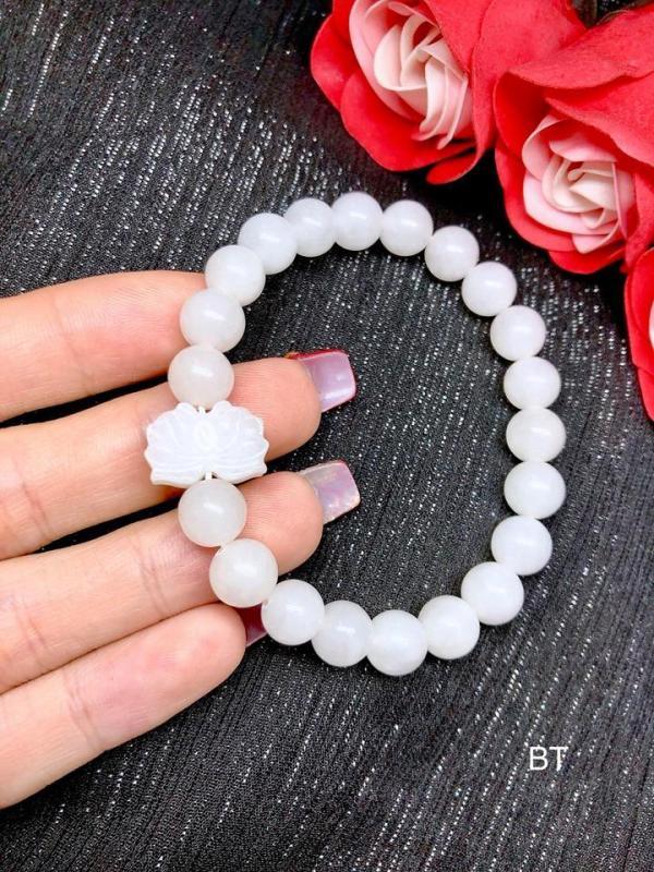 Vòng tay đá tự nhiên Bạch Ngọc kết hợp charm hoa sen LTBBA03