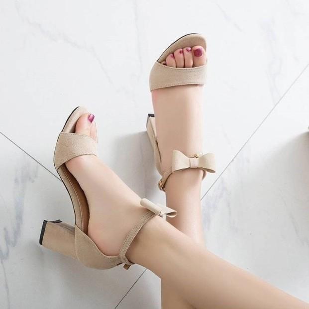 Giày Cao Gót Nữ 7p Da Nhung Quai Ngang Hở Mũi Quai Nơ Cài Xinh Xắn 2 Màu Đen Kem Thời Trang giá rẻ
