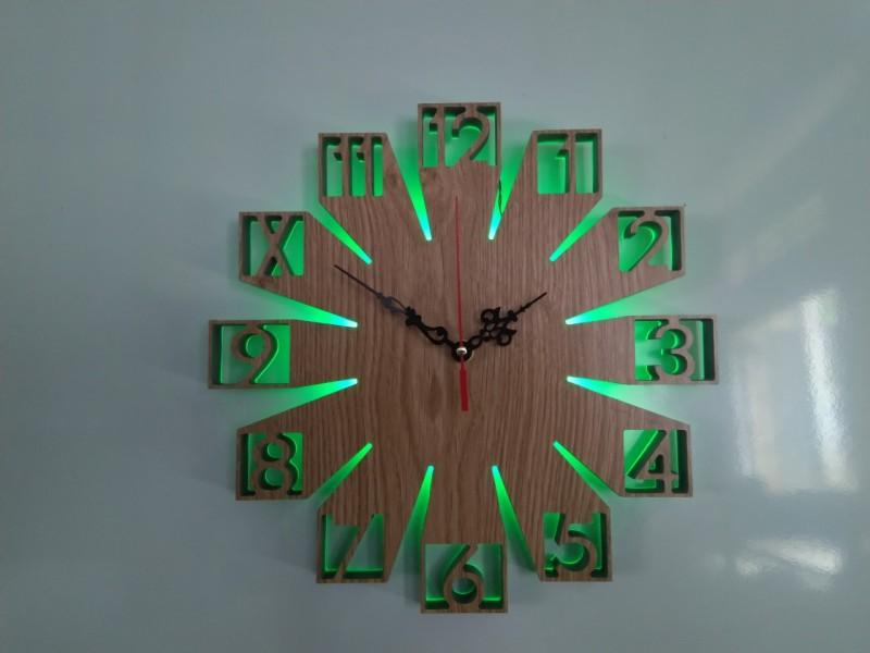 Đồng hồ treo tường gỗ có đèn LED bán chạy