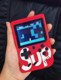 Máy Chơi Game Cầm Tay, Máy Chơi Game Sup 400 Trò Chơi (Đơn), Máy được tích hợp sẵn 400 game Retro bao gồm Mario, Contra, Natra cứu mẹ,...Màn Hình Màu LCD 3-inch, ,Có thể truyền hình ảnh, âm thanh lên TV thông qua cổng AV, Pin khoảng 4,5h thumbnail