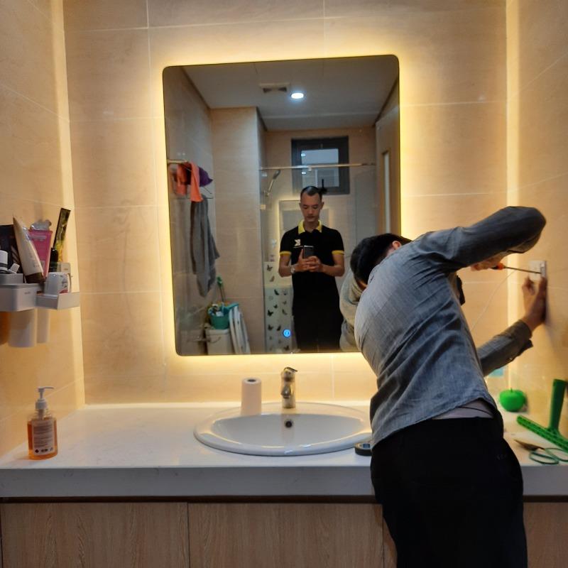 Gương nhà tắm  đèn led ,Gương cảm ứng phá sương thông minh kích thước 70x90 cm- guonghoangkim mirror