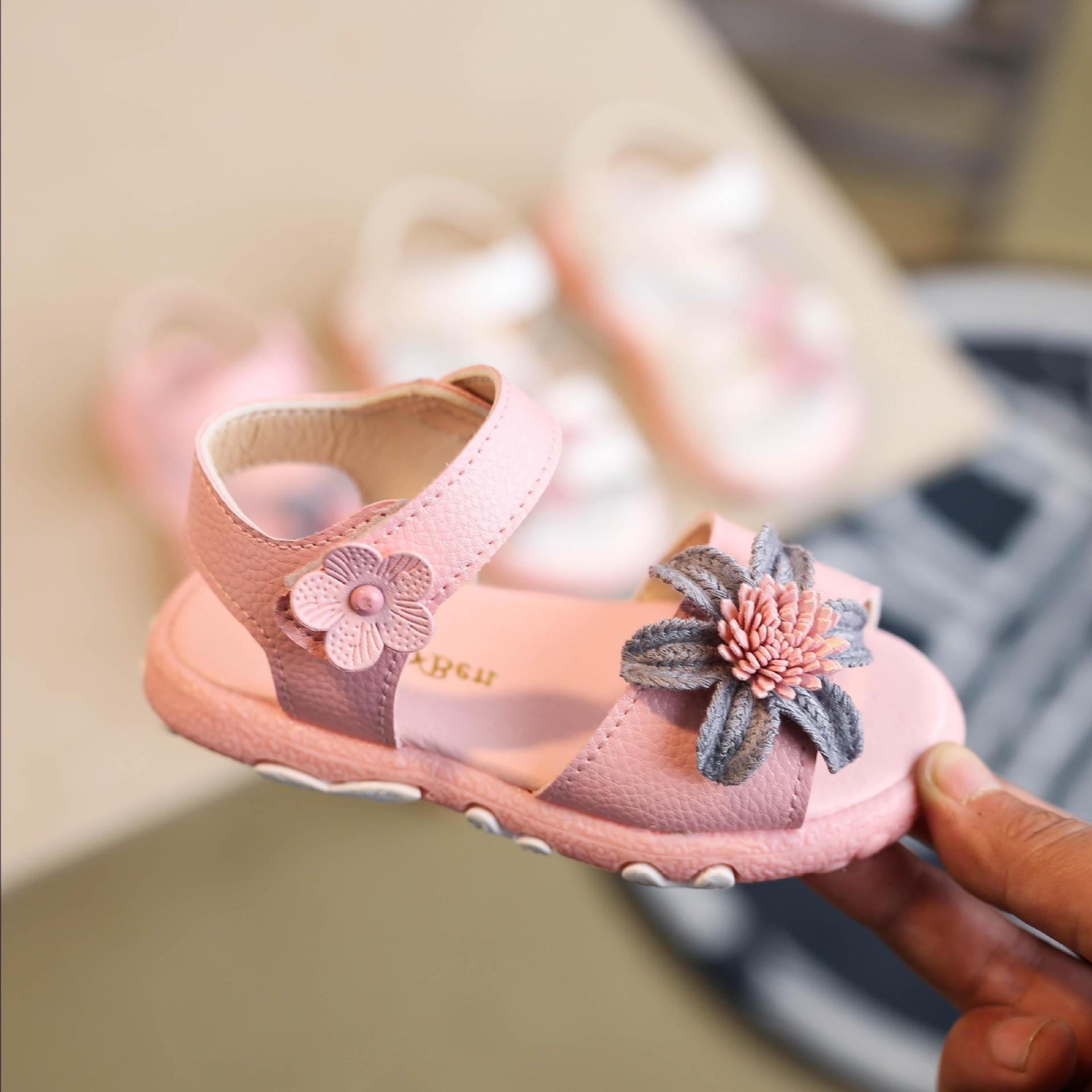 Giá bán Dép sandal bé gái đính hoa cho bé từ 1 đến 6 tuổi  D09
