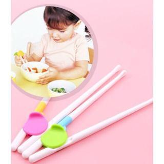 Đũa tập ăn cho bé hàng xuất Nhật thumbnail