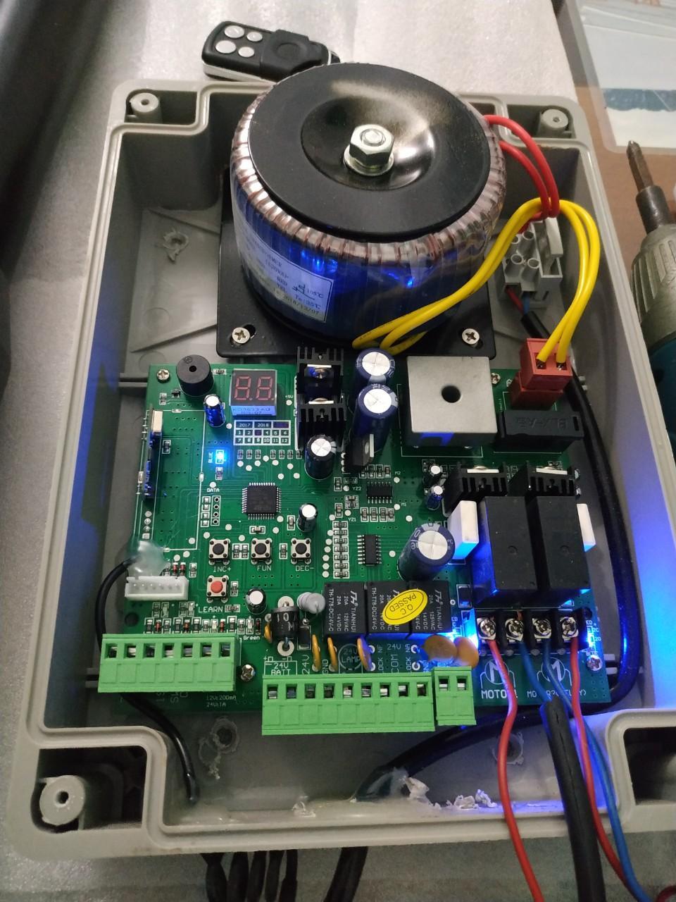 Combo board điều khiển mô tơ, hộp đựng chống nước và 2 remote control
