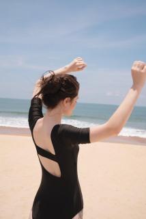 [HCM] Bikini nữ đi biển Bodysuit liền mảnh cổ vuông có tay khoét lưng DÂY NGANG màu đen thumbnail