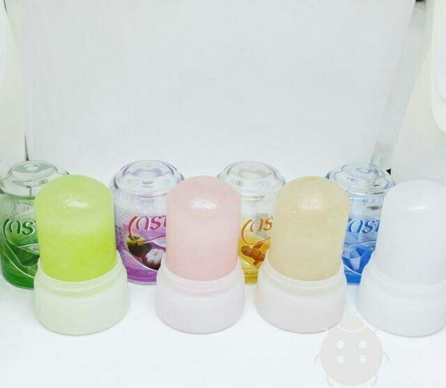 Lăn Khử Mùi Đá Khoáng Grace Crystal Deodorant Thái Lan 70gr