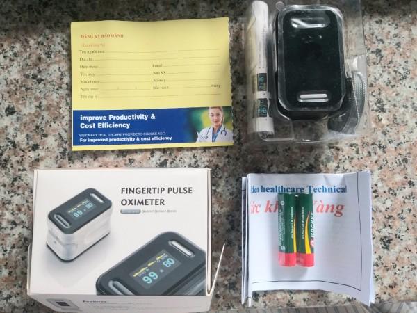 Máy đo oxy đầu ngón tay Fingertip Pulse Oximeter, Nhật Bản bán chạy