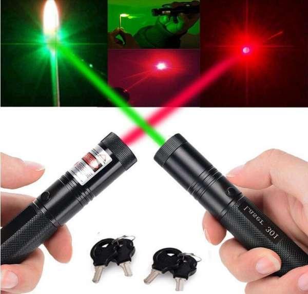 Đèn pin Laze 303 chiếu xa nhiều hình cực đẹp - Trọn bộ gồm đèn laser, bộ sạc, pin Li-ion, chìa khóa an toàn, màu xanh và đỏ, sách hướng dẫn, hộp đựng sản phẩm .