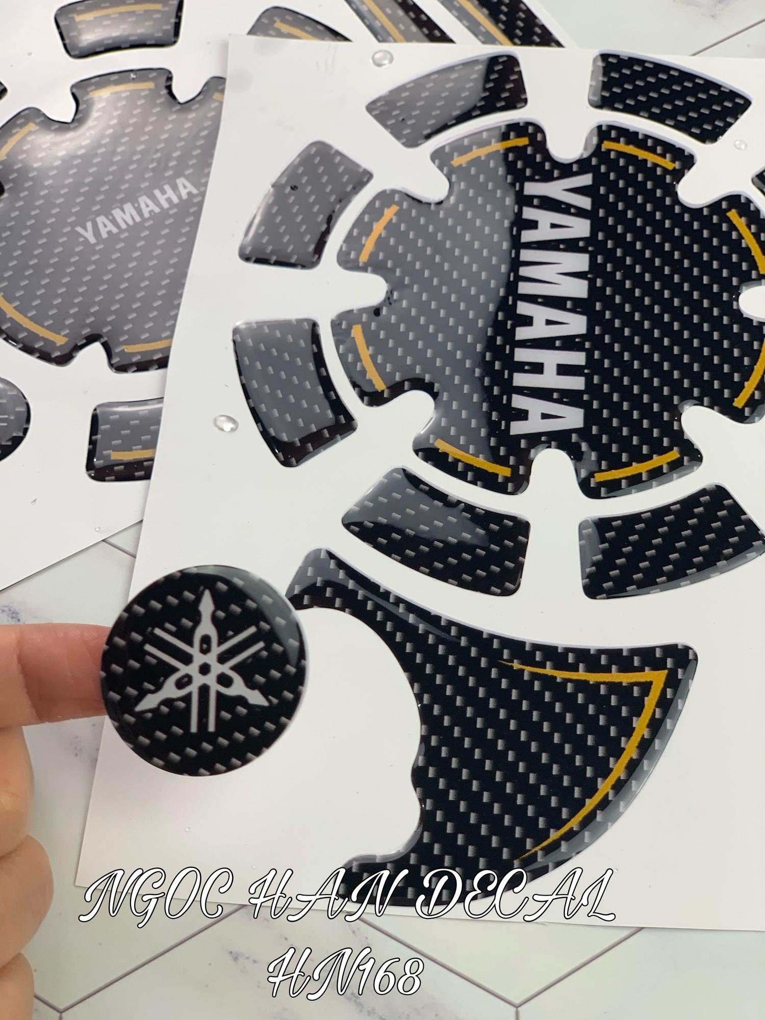 Bộ tem nổi dán lốc nồi Exciter 135 màu đen carbon viền vàng Nhật Bản