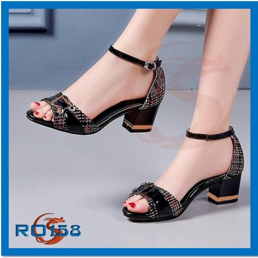 GIày sandal nữ ROSATA gót vuông 5cm caro RO158 giá rẻ