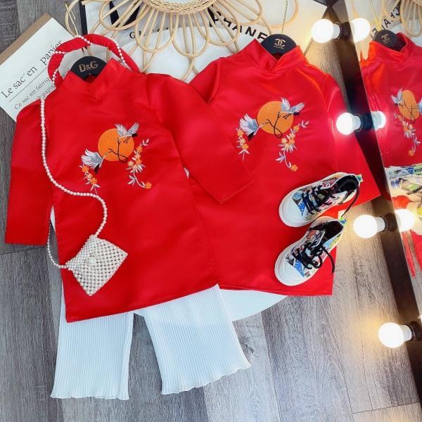 Áo dài cách tân cho bé diện Tết mẫu hạc trắng thêu chất gấm  cho bé trai và bé gái từ 10kg đến 22kg( màu đỏ, vàng)