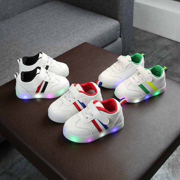 Giày thể thao phong cách Hàn Quốc cho bé có đèn LED giá rẻ