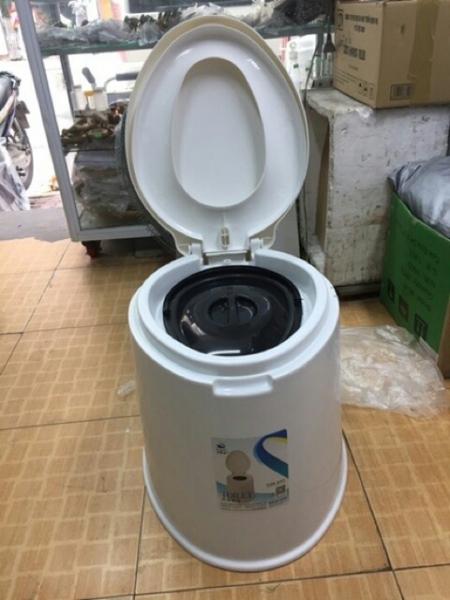 Bô vệ sinh,bô di động cho người già vô cùng chắc chắn không kèm ống dấy nhập khẩu