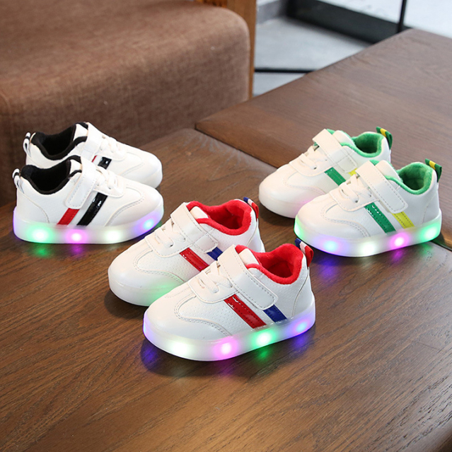 Giày thể thao cho bé trai bé gái có đèn Led 2 sọc giá rẻ