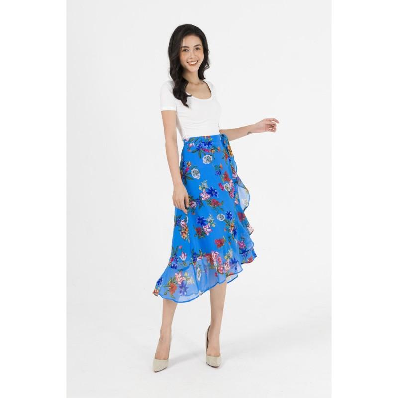 Chân váy Zenic họa tiết hoa.