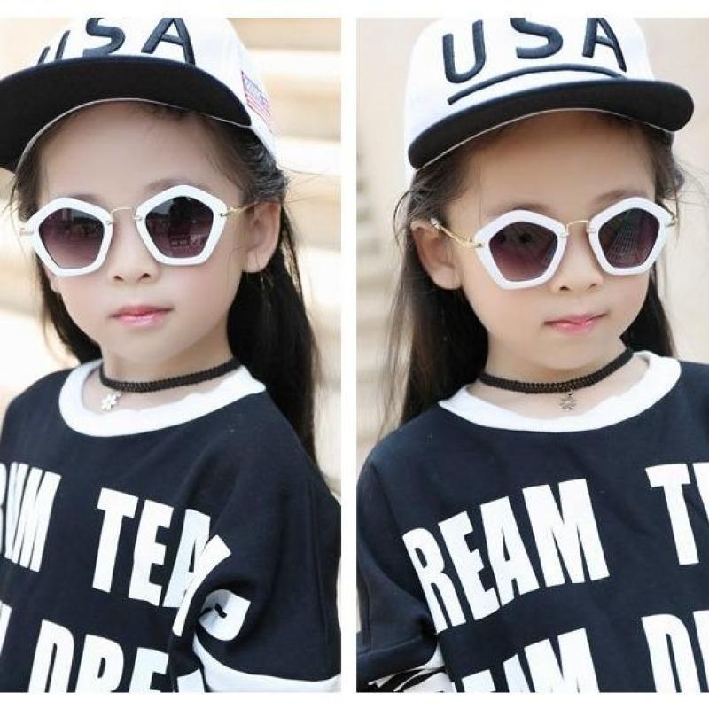 Giá bán Kính thời trang cho bé gái, bé trai phong cách cá tính, sành điệu + Tặng bao da K109