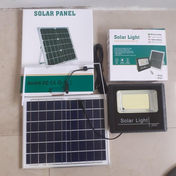 Đèn pha LED, nguồn năng lượng mặt trời 200w, 100w, 60w, 45w có cảm biến ánh sáng và điều khển từ xa
