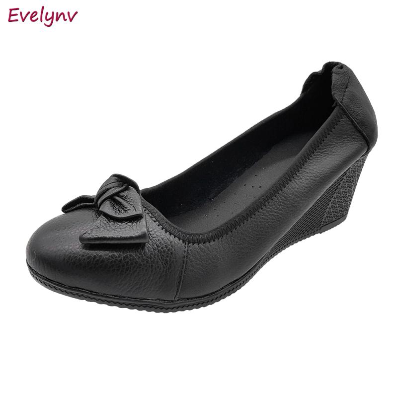 Giày Đế Xuồng Giày Cao Gót 5cm Da Bò Thật Cực Mềm Êm, Cổ Chun Ôm Chắc Chân Evelynv 5P0116 (Đen - Kem) giá rẻ