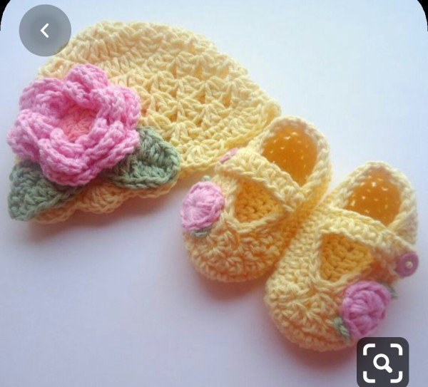 Giá bán Giày len +mủ len cho bé gái ( cho bé từ sơ sinh  đến  6 tháng)