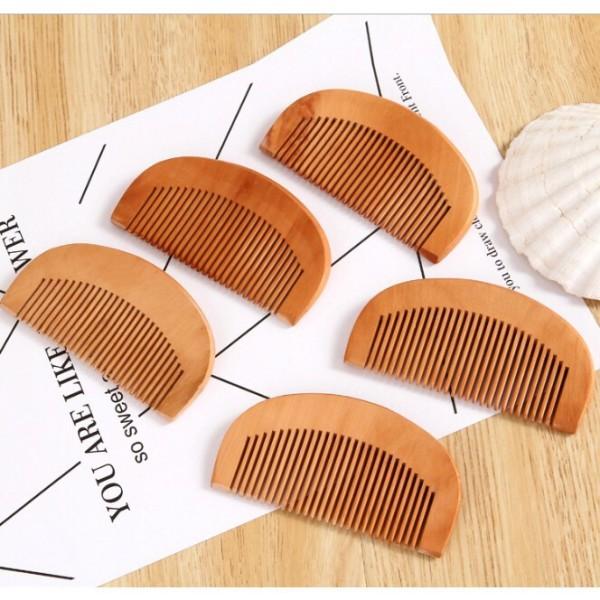 Lược gỗ mini nhỏ xinh tiện lợi cầm tay, sản phẩm có sẵn, hàng giống như hình ảnh và đảm bảo giá thấp hơn thị trường nhập khẩu